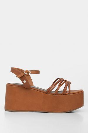 Sandalia plataforma de cuero tiras delgadas